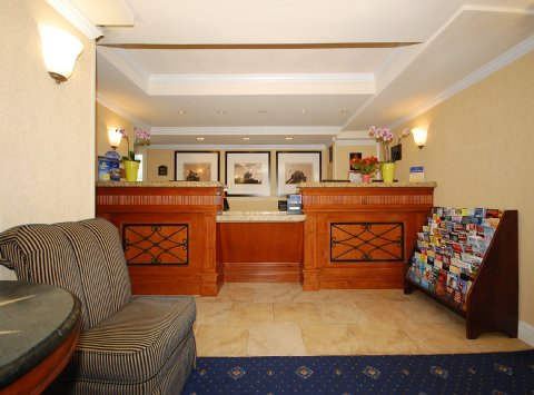 Image of: Best Western Rosslyn Iwo Jima Called Arlington Hotel-Lobby