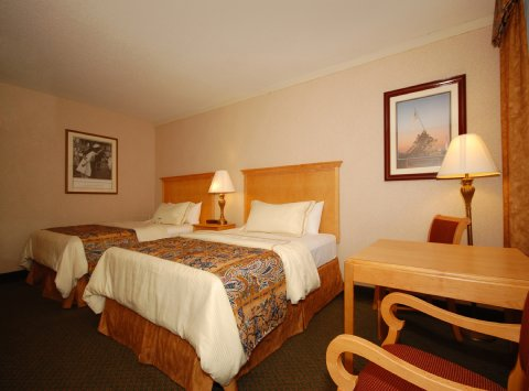 Image of: Best Western Rosslyn Iwo Jima bedroom