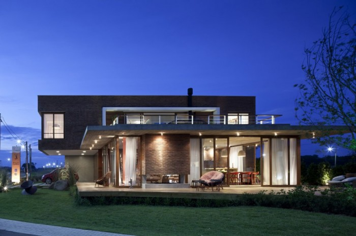 Image of: Two Story House Design Called Linear Maritimo House in Rio Grande do Sul – Brazil front