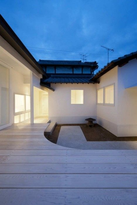 Image of: Exterior House Design with White Dormitory Japanese Style night 468×702