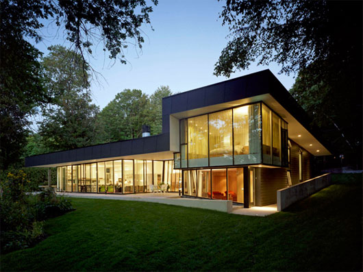 Image of: The Glass House Design for Big Family in Innisfil,Ontario view