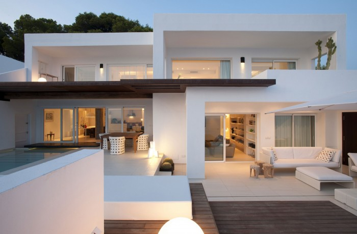 Image of: Contemporary White House Named Dupli Dos in Ibiza, Spain view 700×459