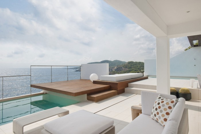 Image of: Cool-Balcony-at Contemporary White House Named Dupli Dos in Ibiza, Spain 700×466
