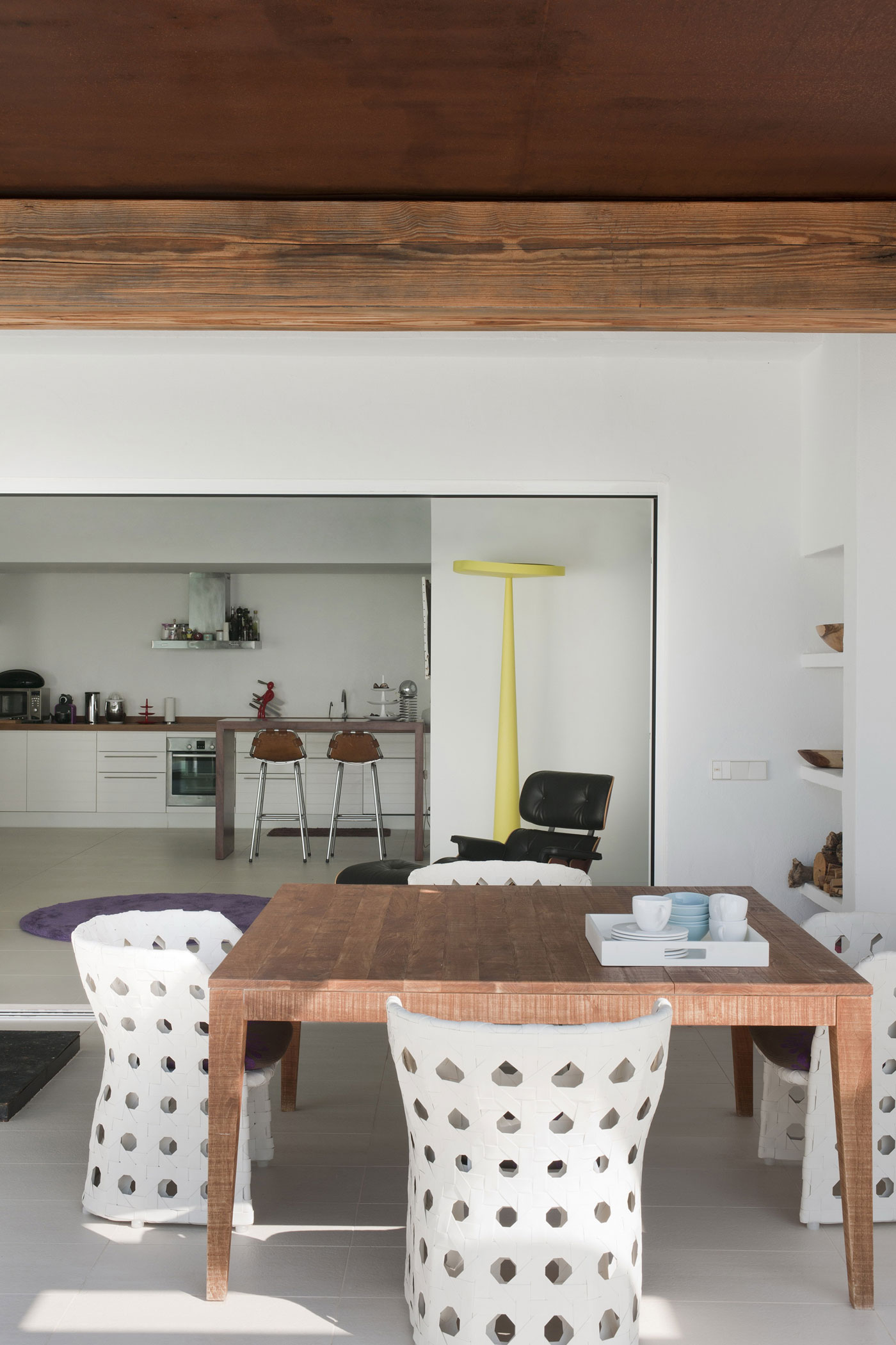 Image of: Dining-Room-and-Kitchen-in Contemporary White House Named Dupli Dos in Ibiza, Spain