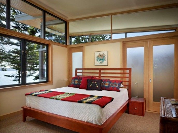 Image of: Modern Wooden House with a Waterfront Property by FINNE Architects Bedroom Design 687×515