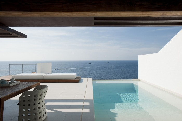 Image of: Swimming-Pool in Contemporary White House Named Dupli Dos in Ibiza, Spain 700×466