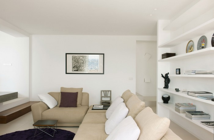 Image of: White-Living-Room in Contemporary White House Named Dupli Dos in Ibiza, Spain 700×460