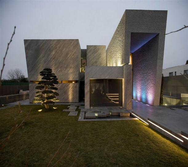 Image of: Architecture House Design called Open Box House in Madrid view Front-View