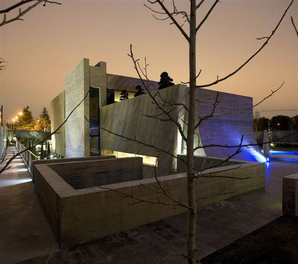 Image of: Architecture House Design called Open Box House in Madrid view Front-side
