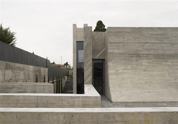 Image of: Architecture House Design called Open Box House in Madrid view The-Stone-Material