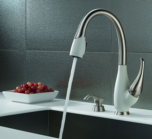 Image of: Kitchen Faucet Idea Fuse from Delta view 1