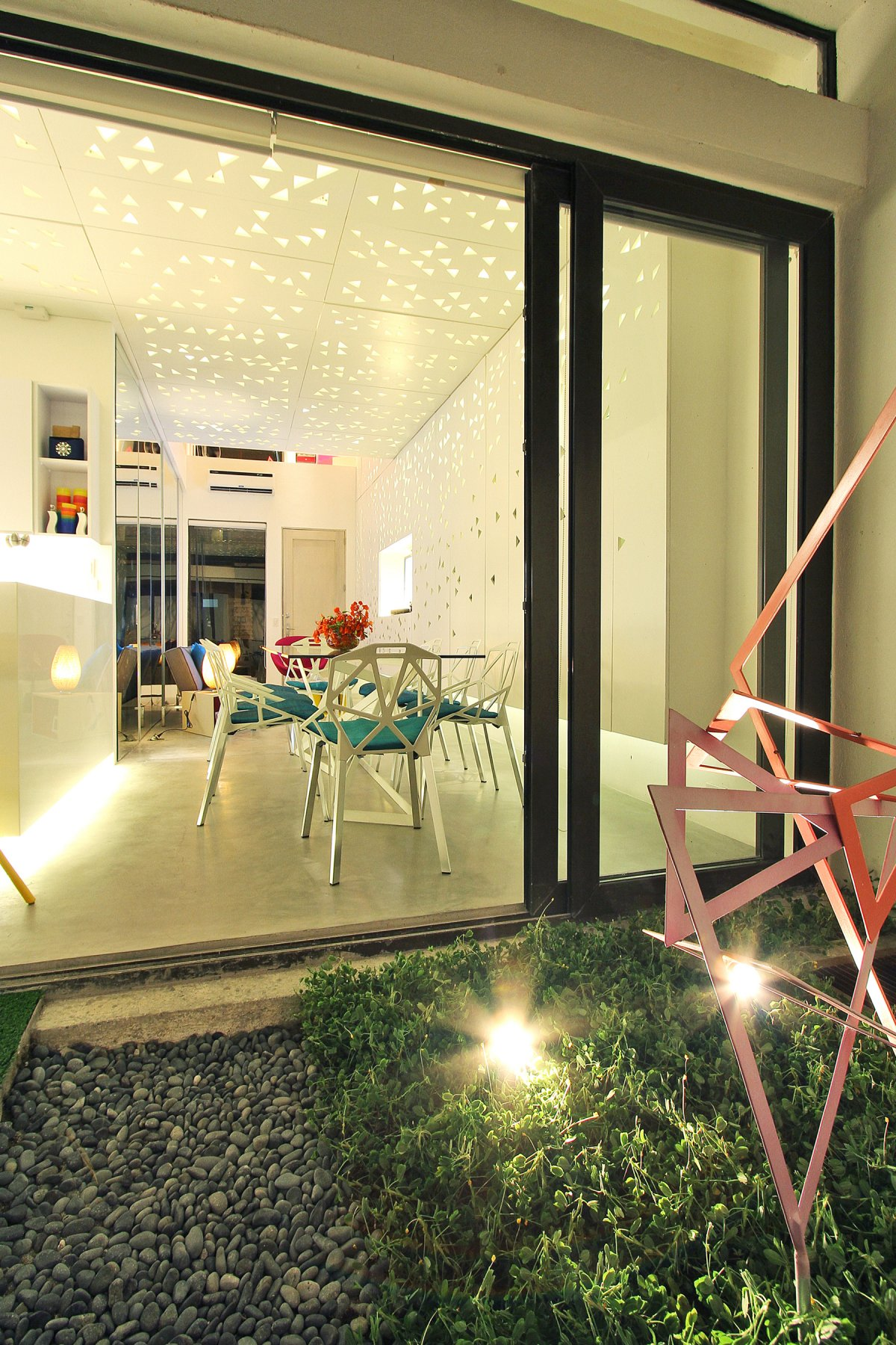Image of: Modern Townhouse Design with Manila Based Archietctural view Small-Terrace-Garden
