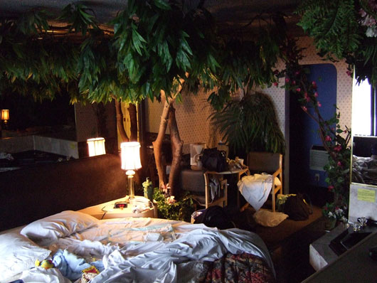 Image of: Room Interior Design with The Plant Into a Room view bedroom