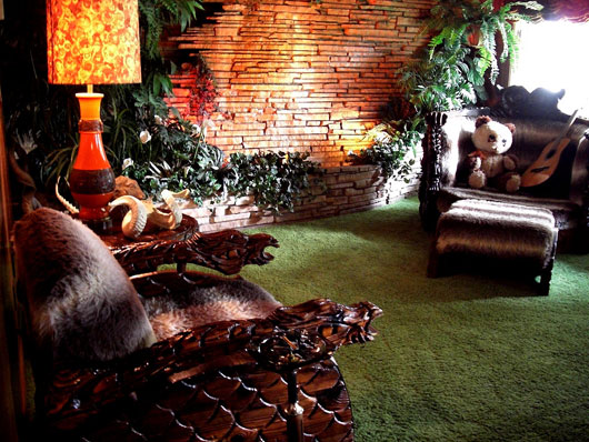 Image of: Room Interior Design with The Plant Into a Room view classic furniture