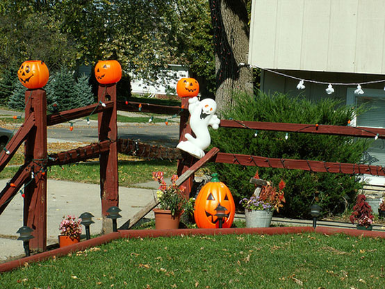 Image of: Awesome Halloween Outdoor Decorations with 10 Creepy Ideas