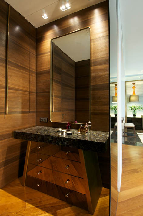 Image of: elegant bathroom in New Delhi