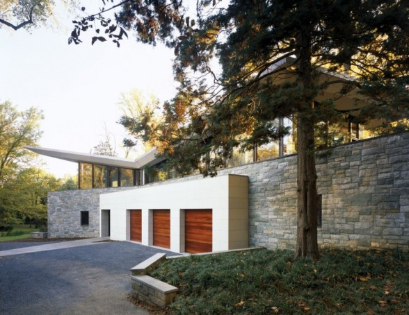 Image of: front gate at Glenbrook Residence in Bethesda