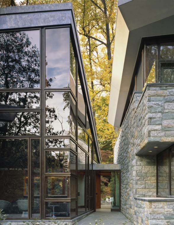 Image of: glass wall at Glenbrook Residence in Bethesda