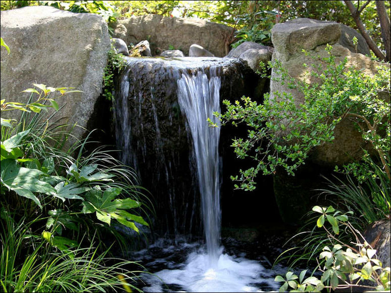 Image of: Backyard Water Feature in Waterfall Style