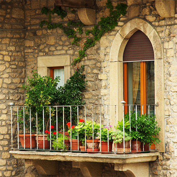 Image of: Balcony Decoration Tips