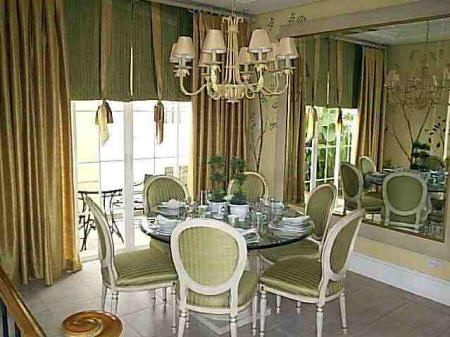 Classic Dining Room with Round Table
