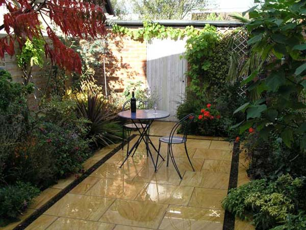 Image of: Courtyard Garden Beautiful Ideas