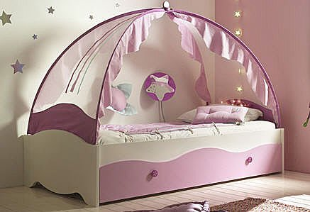 Image of: Fairytale Canopy Bed for Girls