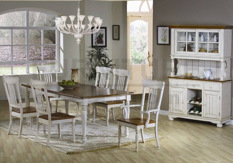 Image of: Farmhouse Table and Chairs