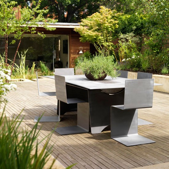 Image of: Garden with Privacy and Barbecue Table