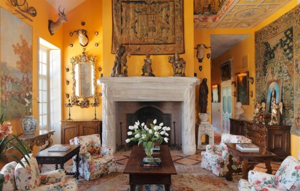 Image of: Living Room in Tuscan Style