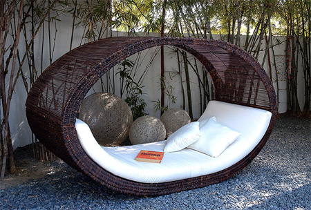 Image of: Modern Outdoor Bed
