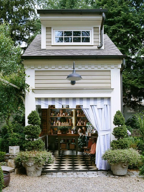 Image of: Nice Backyard Shed with Awesome Floor Tiles
