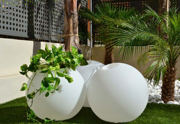 Image of: Round Pot for Modern Garden