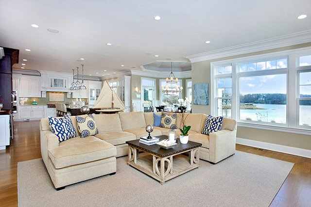 Image of: Spacious Family Room