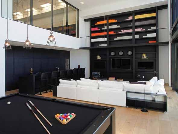 Image of: Spacious Game Room