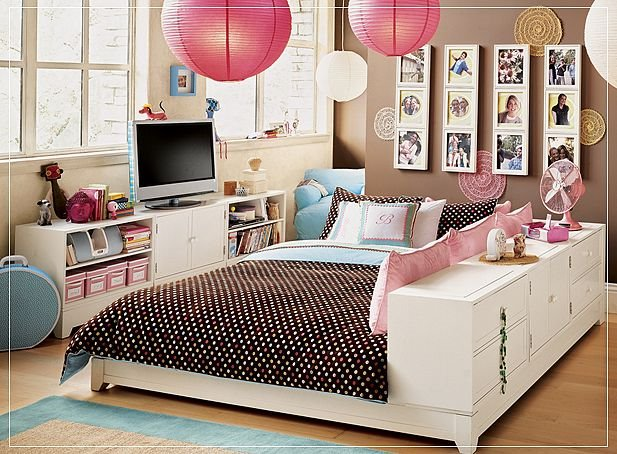 Teen Bedroom Idea with Chinese Lantern