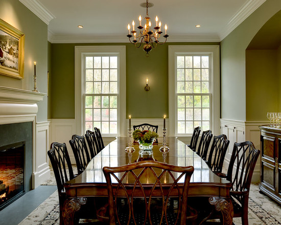 Traditional Dining Room Design with Chandelier