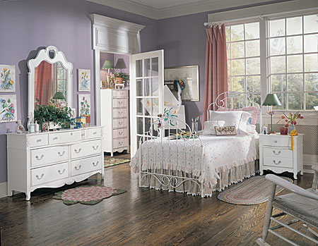 Image of: White Victorian Bedroom