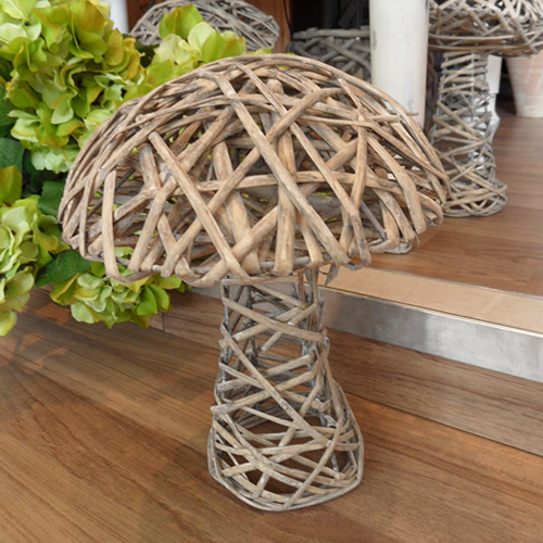 Image of: Wooden Mushroom garden Ornament