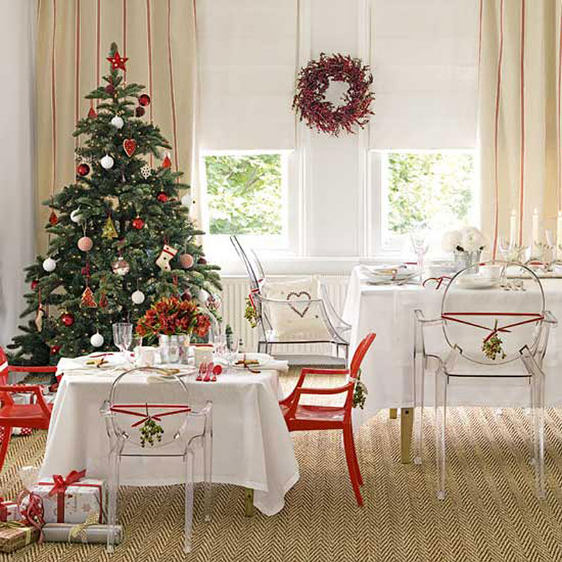 Image of: White Christmas Dining Table