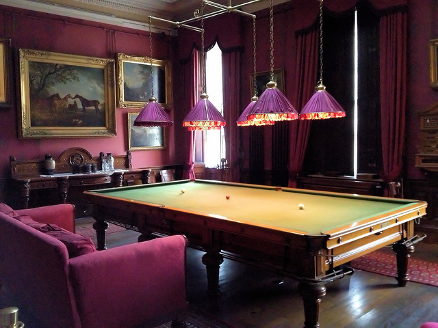 Billiard Room Design with NIce Lighting