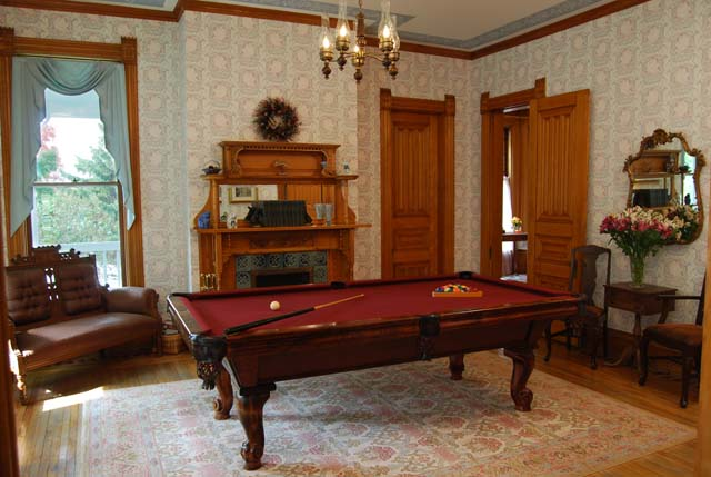 Image of: Classic Billiard Room Idea Gallery