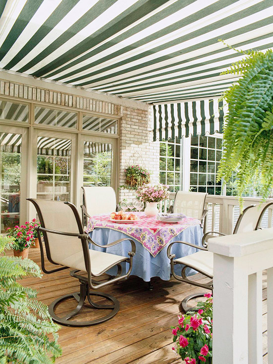 Image of: A Deck with Canopy