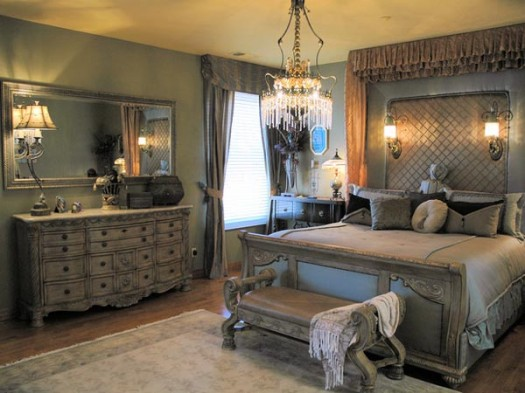 Image of: Bedroom with Old World Decor