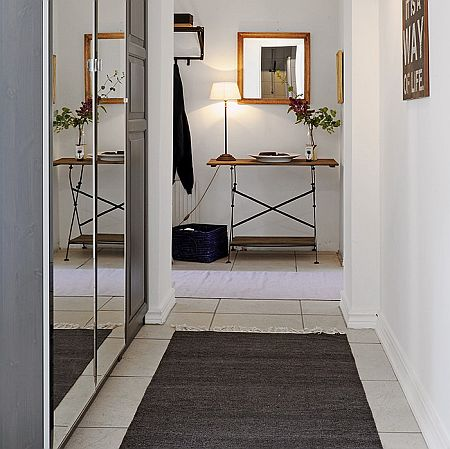 Image of: Hallway with Mirror and Runner