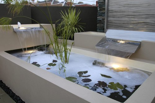 Image of: Modern Backyard Water Features
