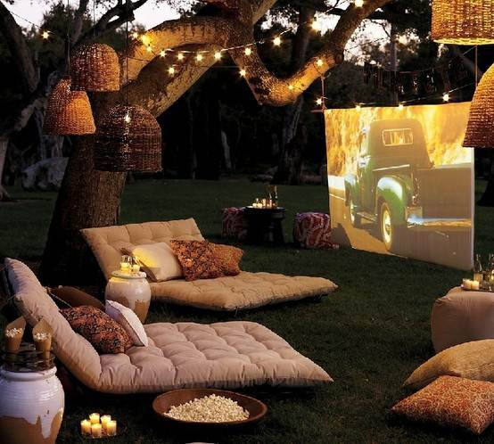 Image of: OUTDOOR LOUNGE MOVIE SPACE
