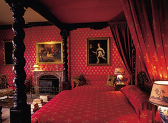 Red Painting for Romantic Bedroom