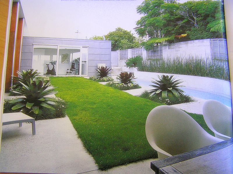 Image of: Small Yard Landscape Idea