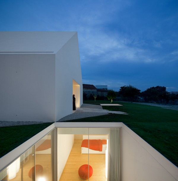 Image of: White Modern House by Manuel Aires Mateus
